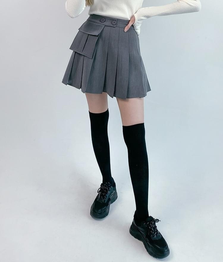 Flap Pocket Pleated Mini Skirt