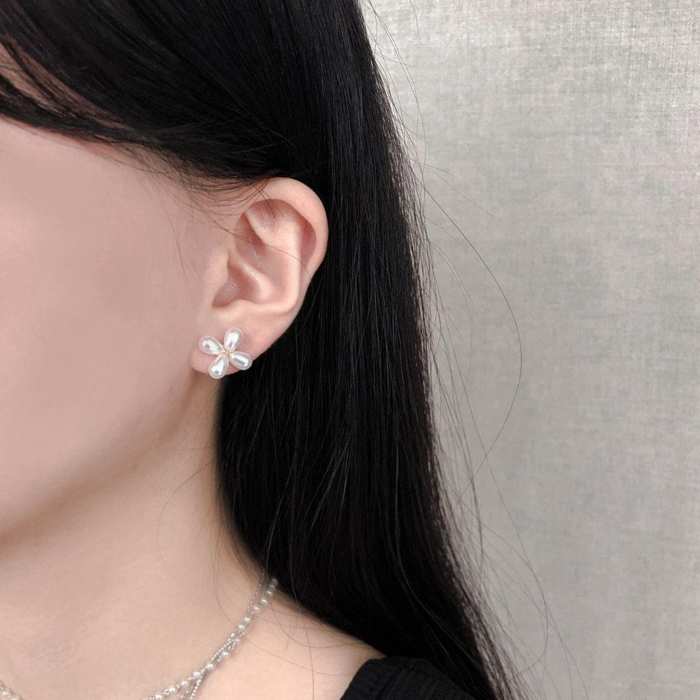 326 Four Leaf Pearl Flower Earrings