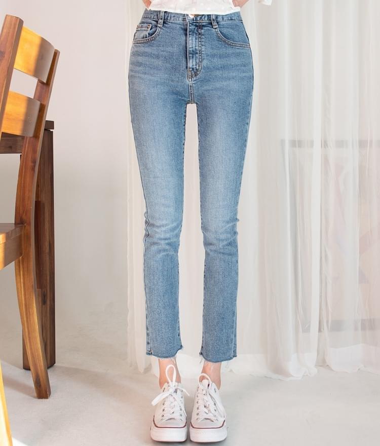 ESSAY Raw Hem Cropped Jeans