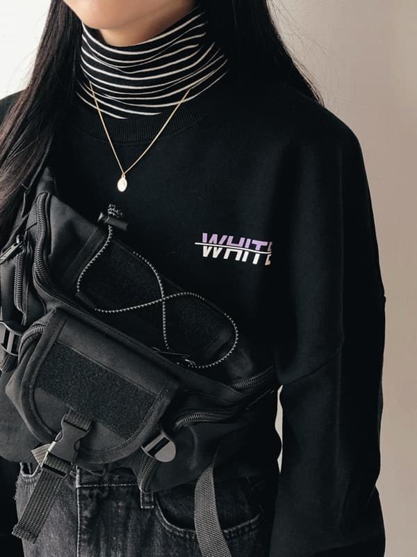 White box-fit man-to-man t-shirt