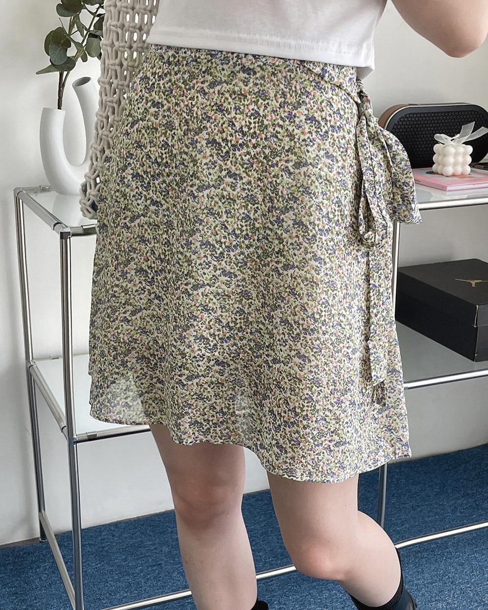 Mystic flower strap flared skirt