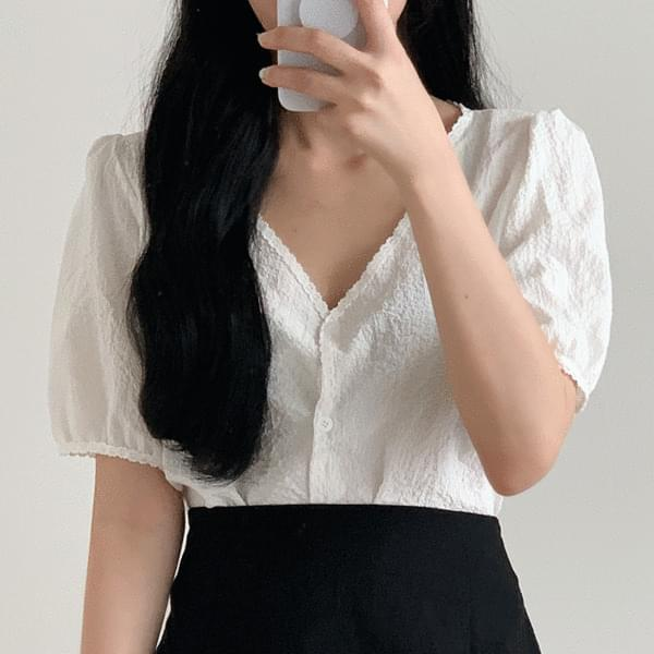 Fine-flowered lace puff blouse
