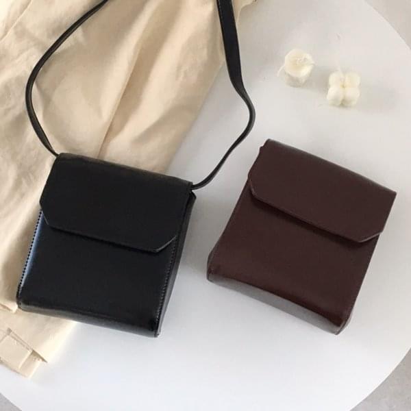 Corner cross bag