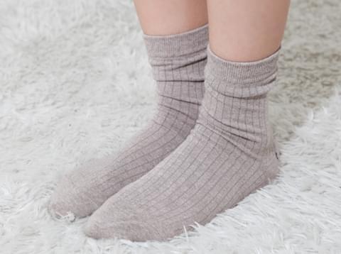 Plain neck Ribbed socks