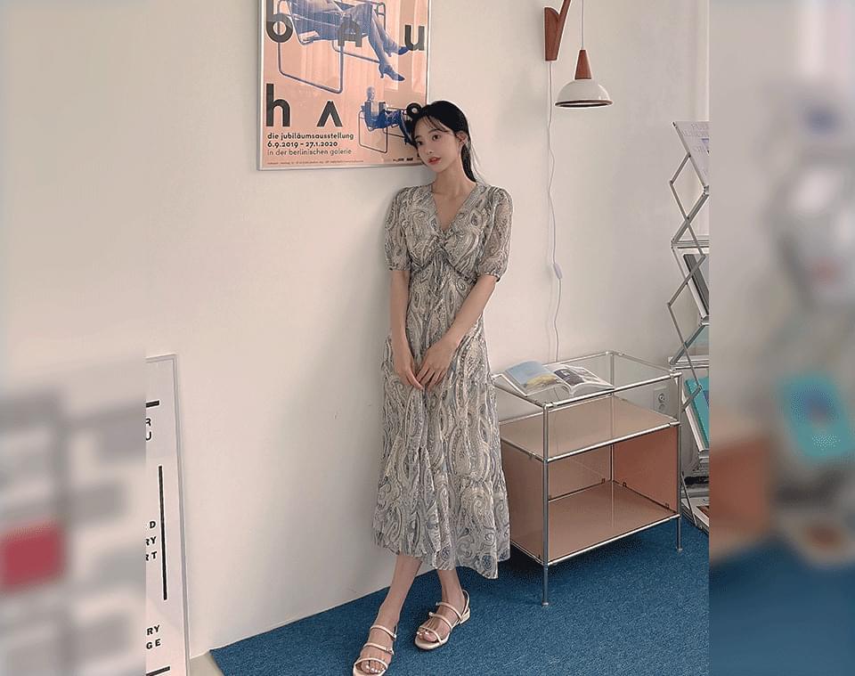 Luzle Paisley V-Neck Shirring Long Dress