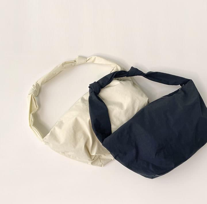 Knotted Strap Crossbody Bag