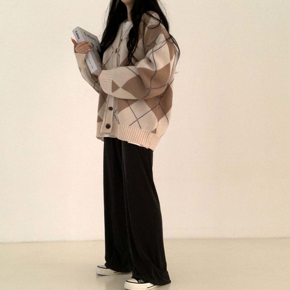 long sleeved tee model image-S1L2