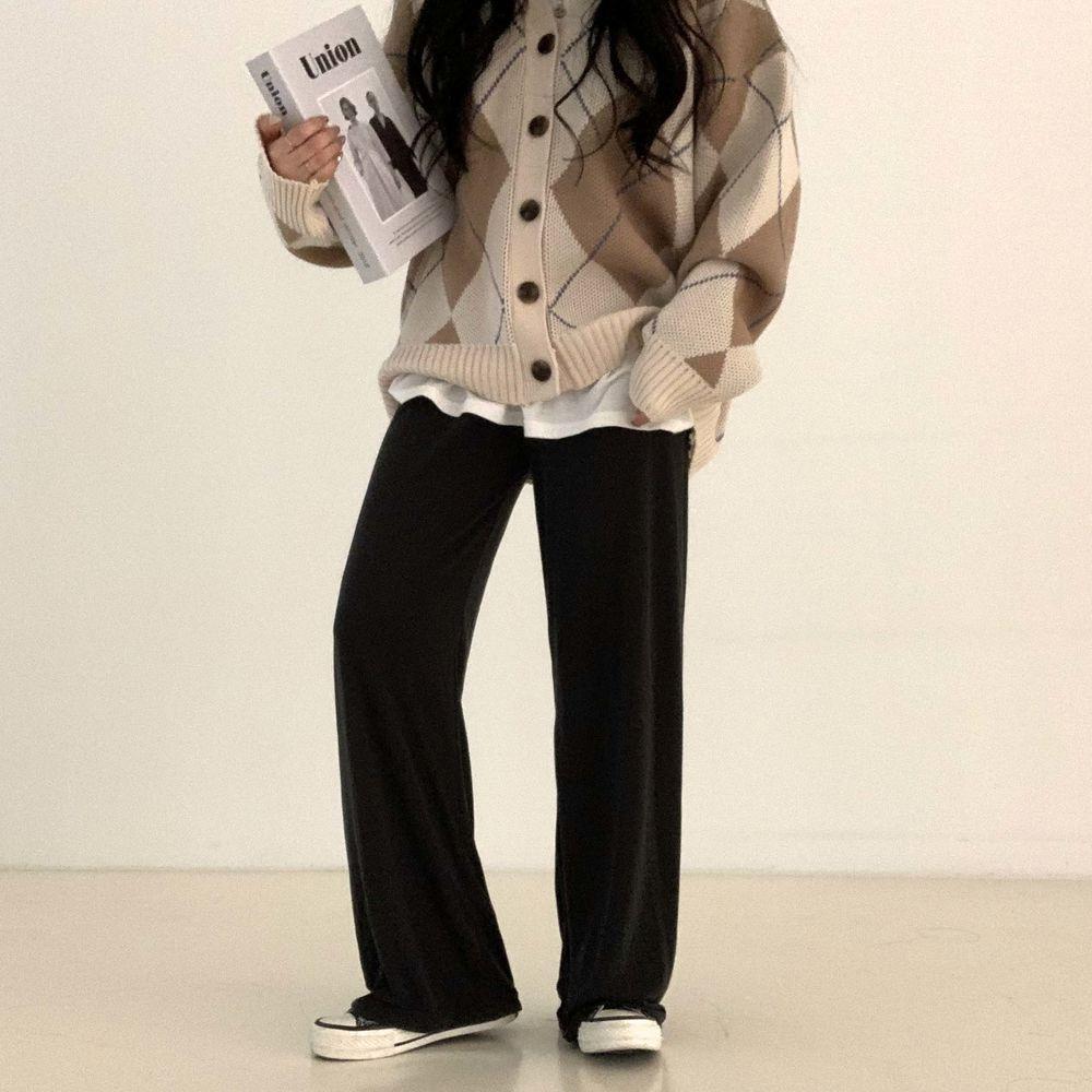 long sleeved tee model image-S1L6