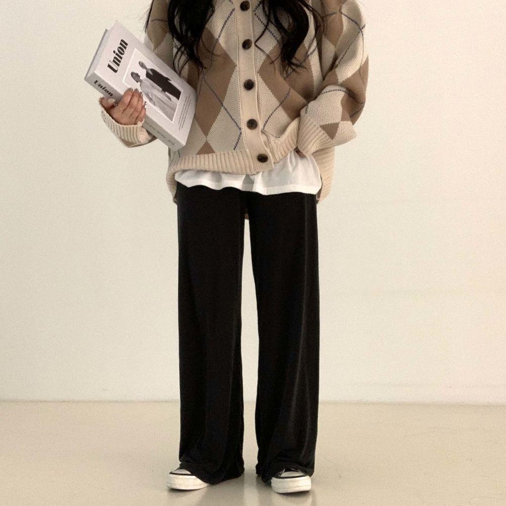 long sleeved tee model image-S1L5