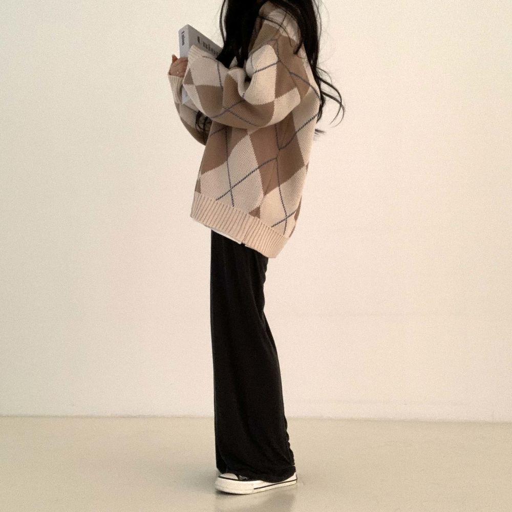 long sleeved tee model image-S1L7