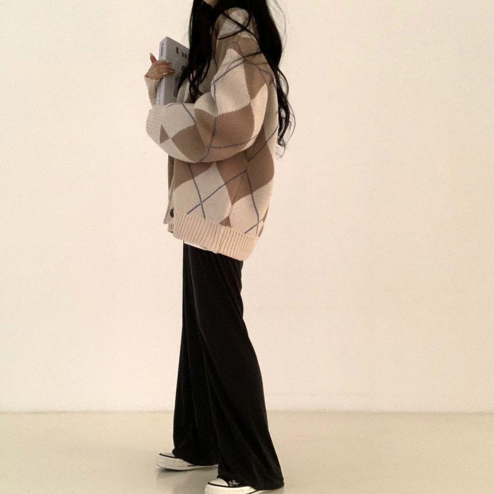 long sleeved tee model image-S1L3