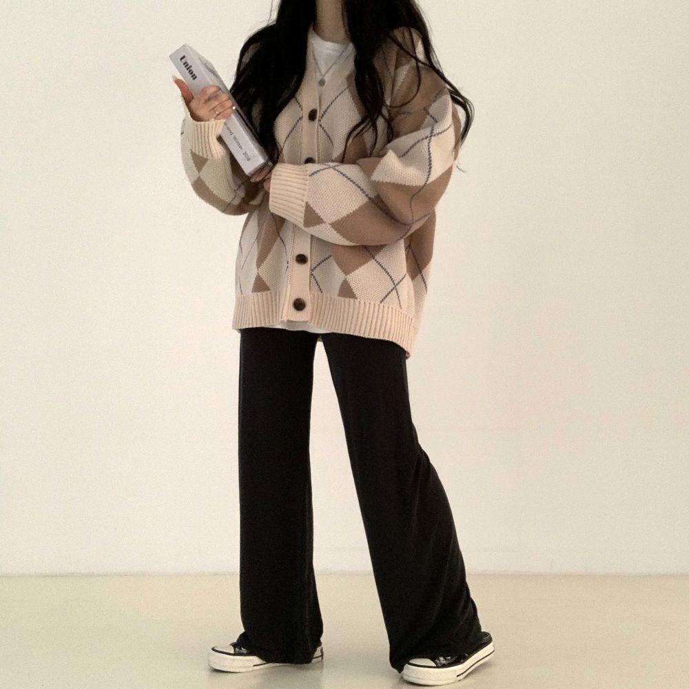 long sleeved tee model image-S1L4