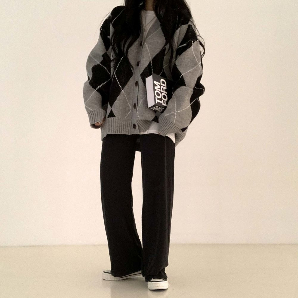 long sleeved tee model image-S1L16