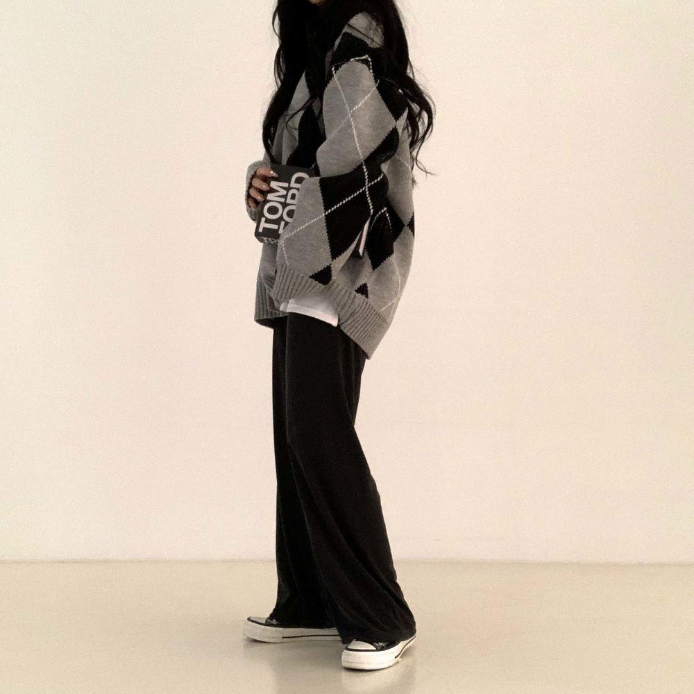 long sleeved tee model image-S1L14