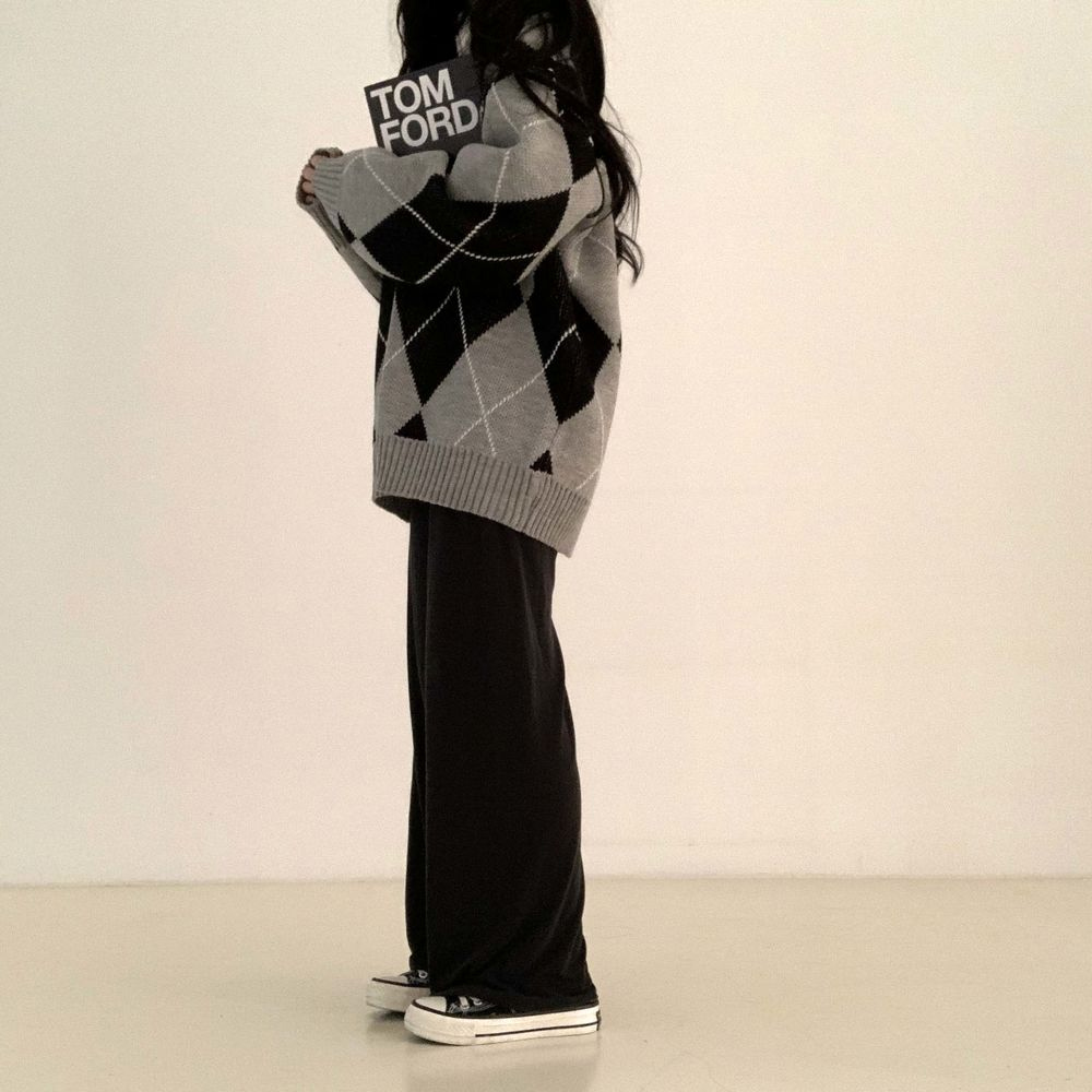 long sleeved tee model image-S1L15