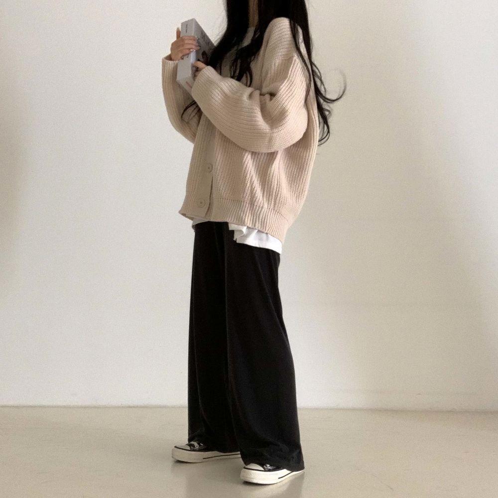 long sleeved tee model image-S1L21