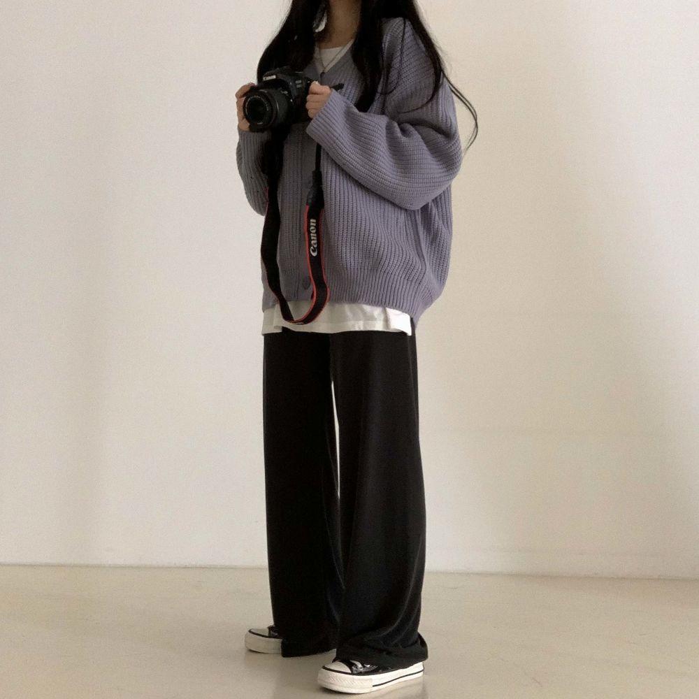 long sleeved tee model image-S1L24