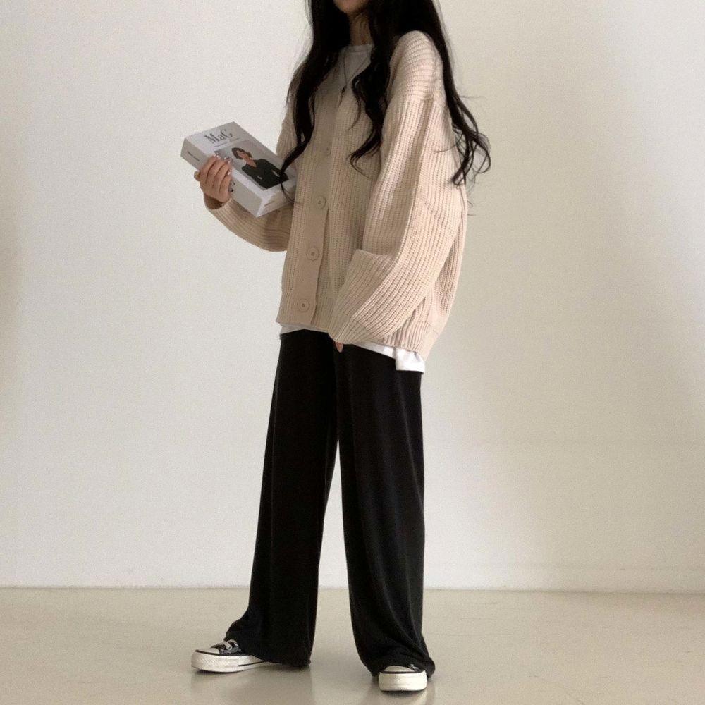 long sleeved tee model image-S1L22