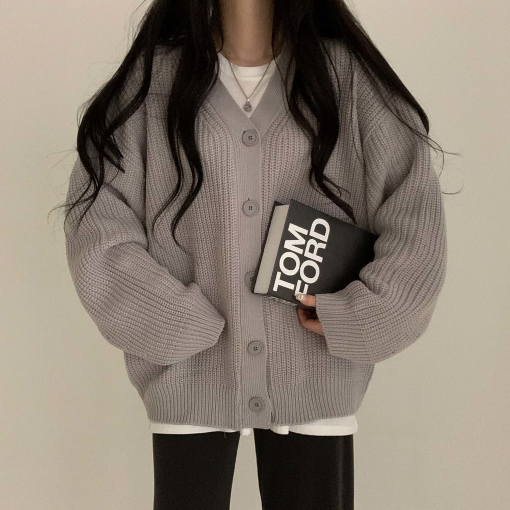 long sleeved tee model image-S1L18