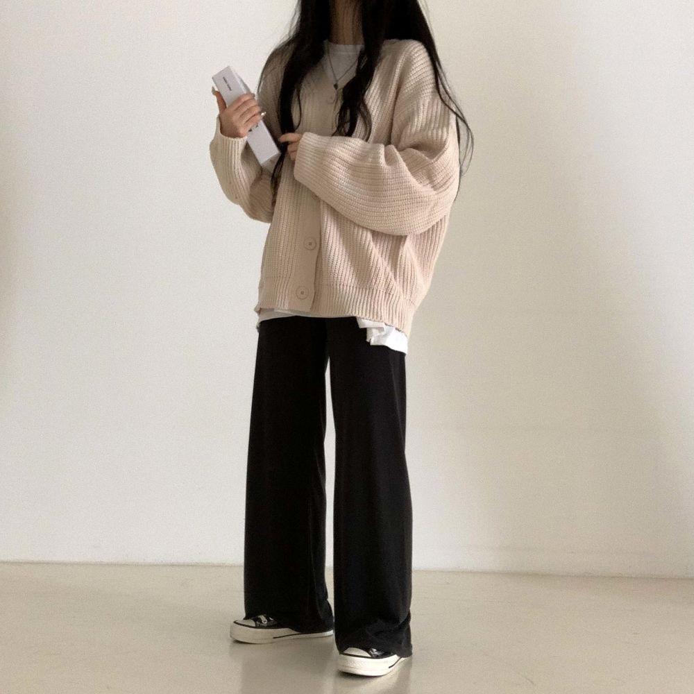 long sleeved tee model image-S1L20