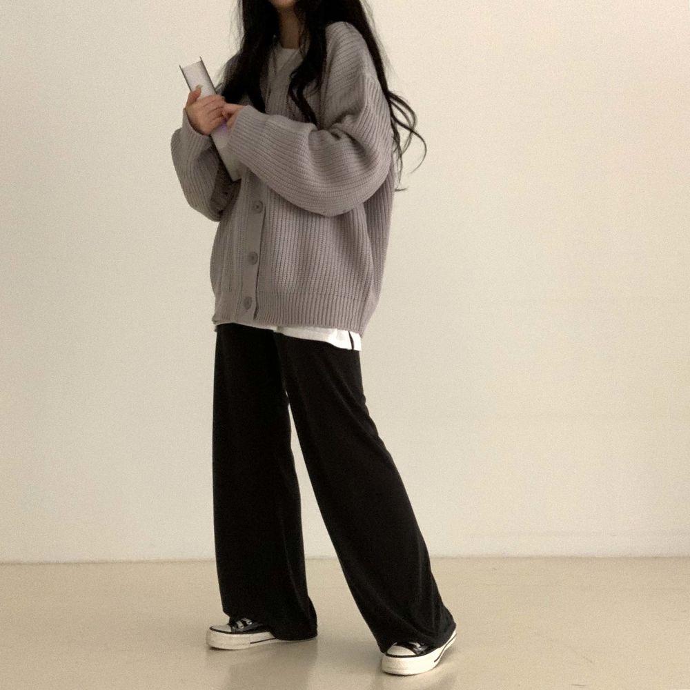 long sleeved tee model image-S1L19