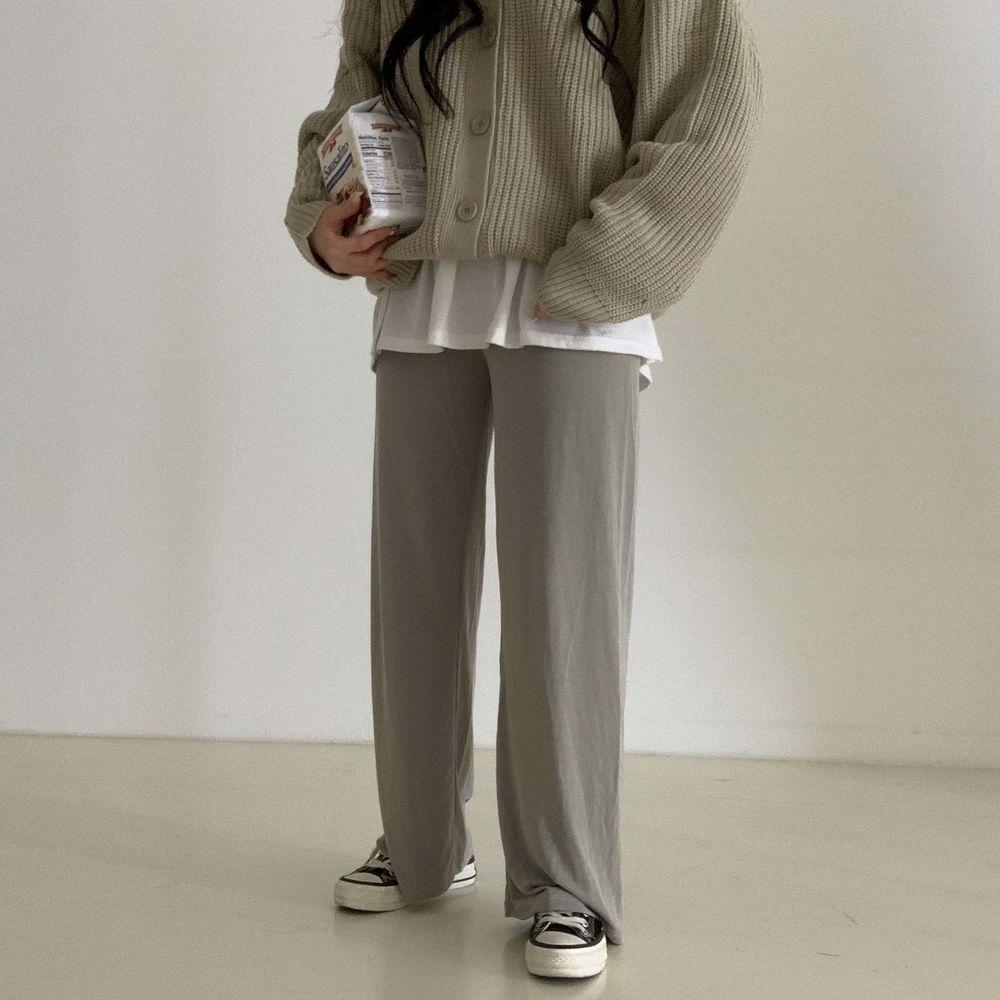 long sleeved tee model image-S1L29