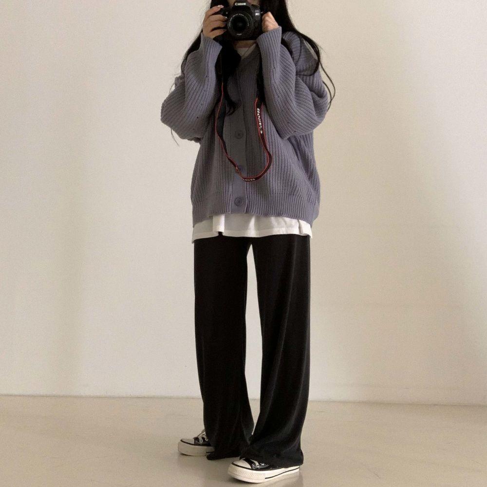 long sleeved tee model image-S1L25