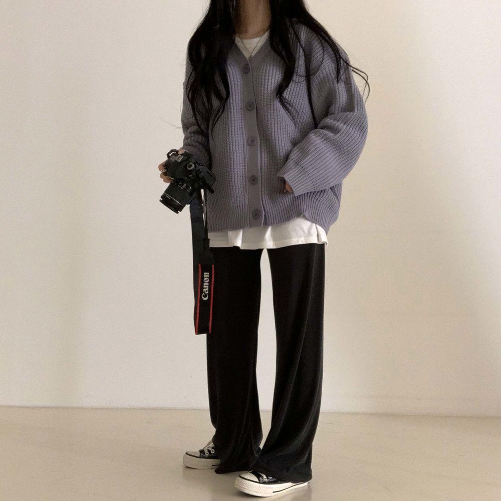long sleeved tee model image-S1L26