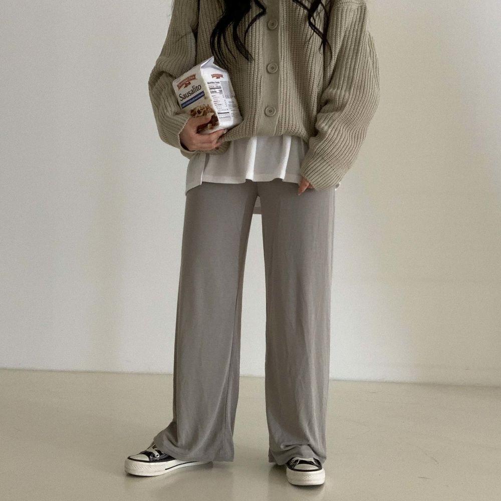 long sleeved tee model image-S1L30