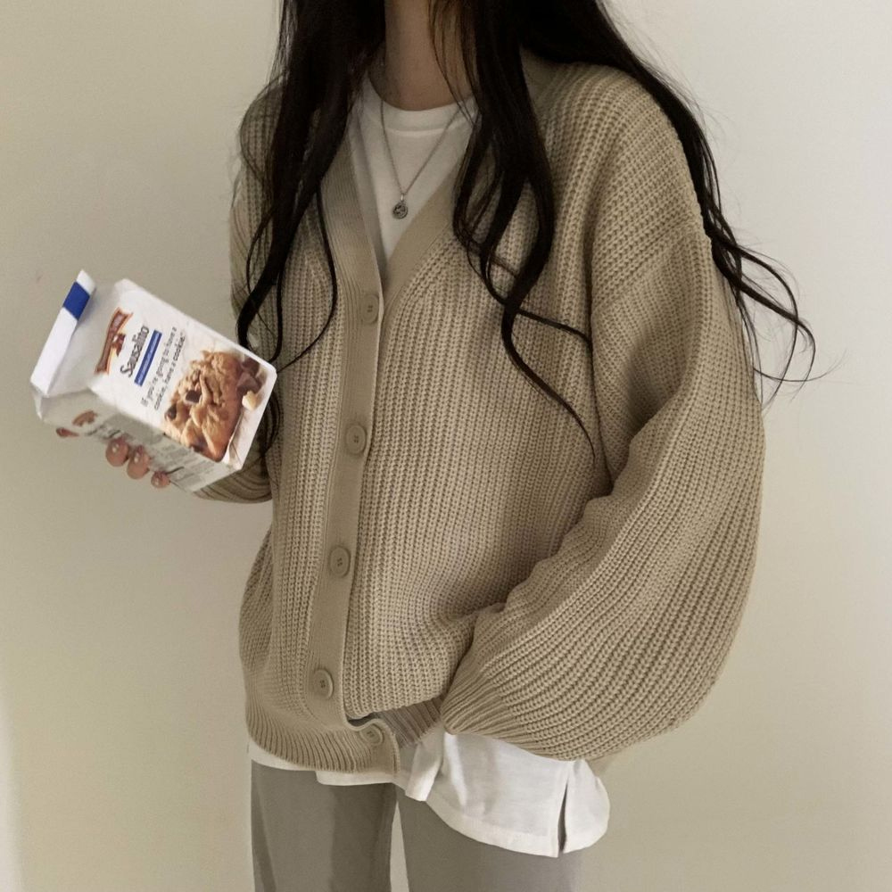 long sleeved tee model image-S1L33