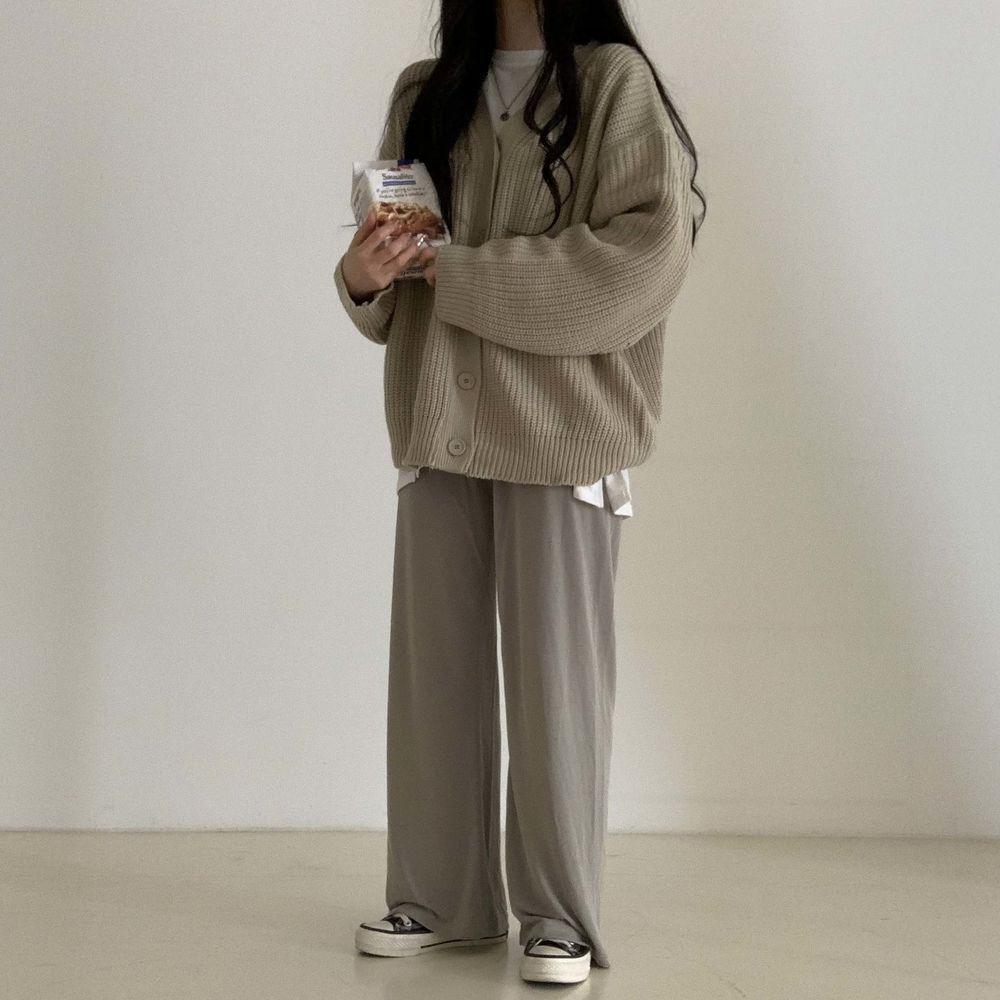 long sleeved tee model image-S1L32
