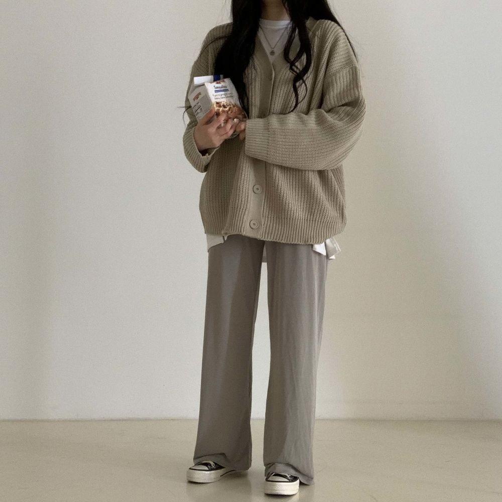 long sleeved tee model image-S1L31