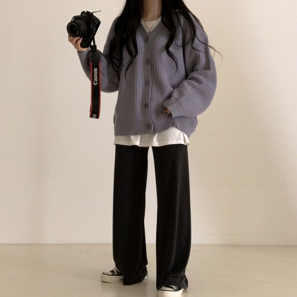 long sleeved tee model image-S1L28