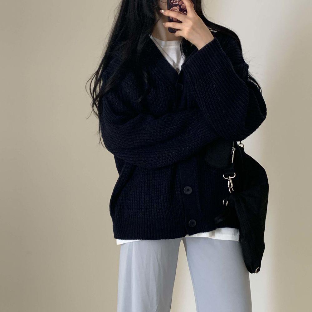 long sleeved tee model image-S1L39