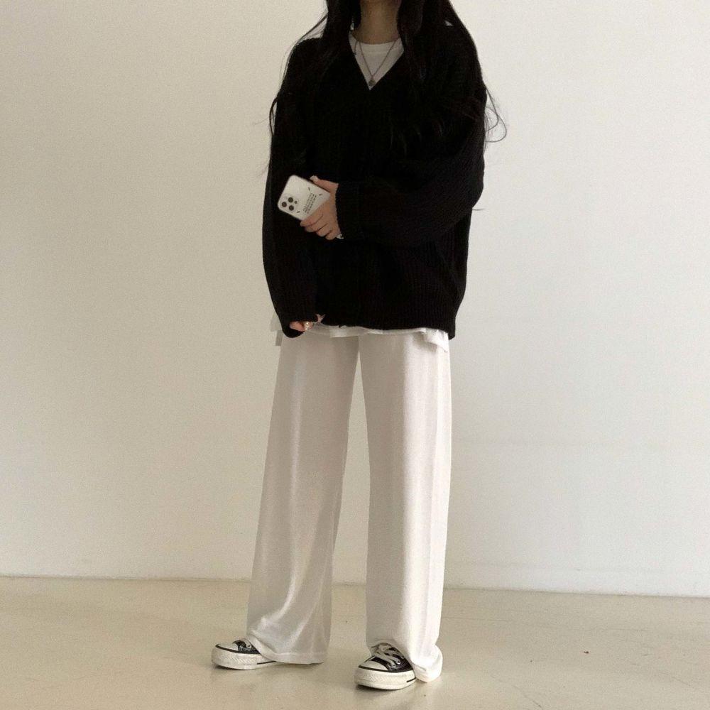long sleeved tee model image-S1L50