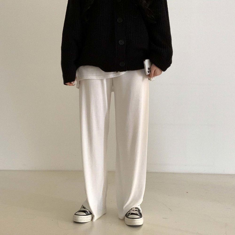 long sleeved tee model image-S1L54