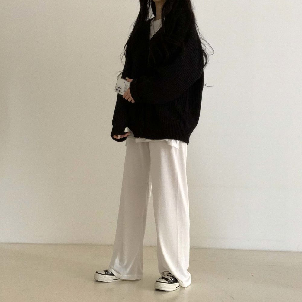 long sleeved tee model image-S1L51