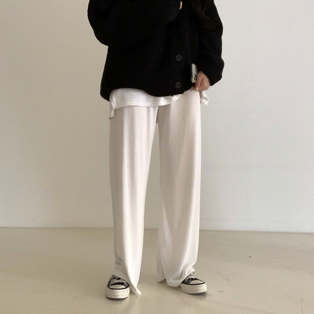 long sleeved tee model image-S1L57