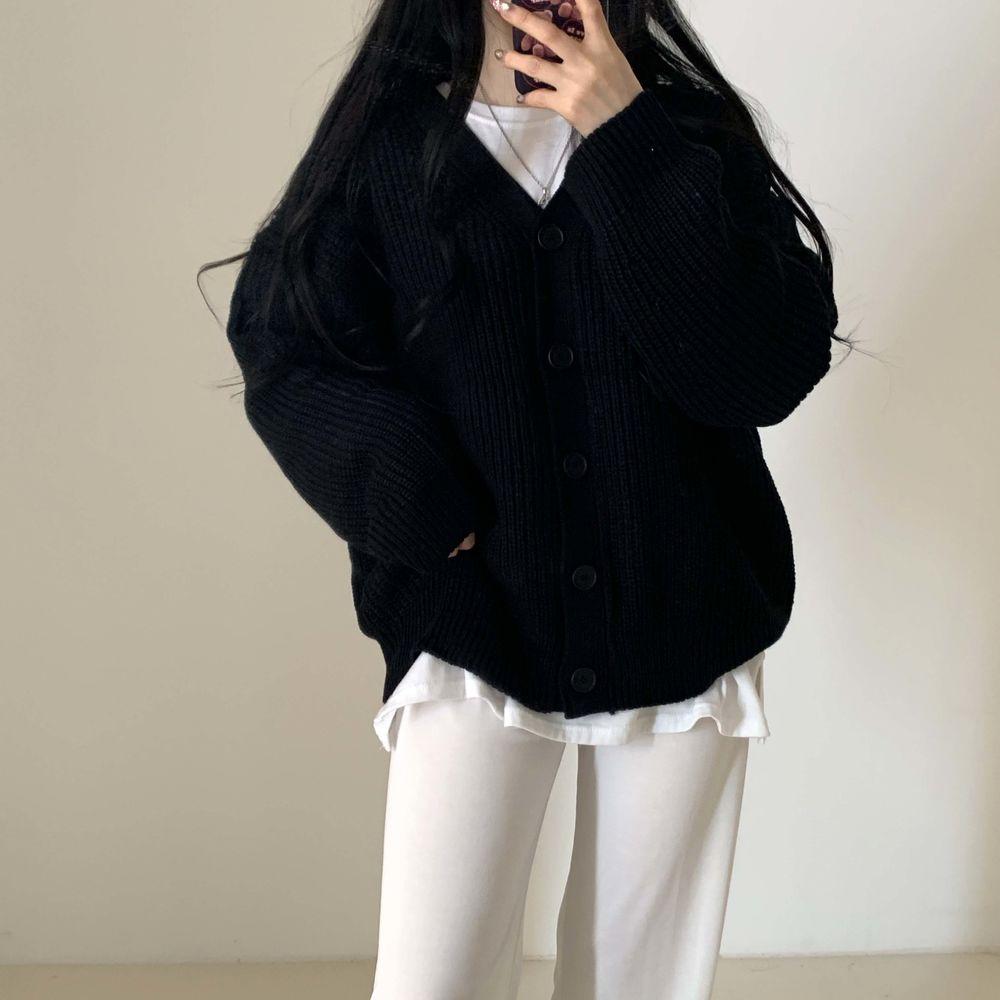 long sleeved tee model image-S1L58