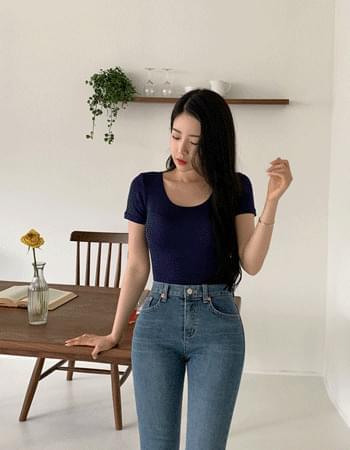 Rogue fit u-neck short-sleeved T-shirt