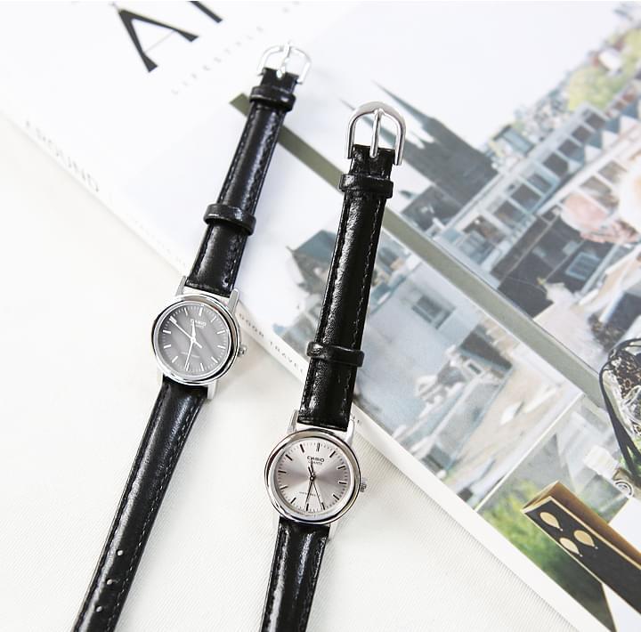 Faux Leather Strap Wristwatch