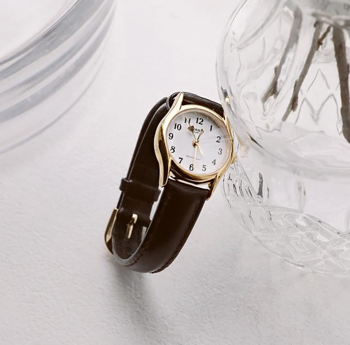 Leather Strap Round Face Analog Wristwatch