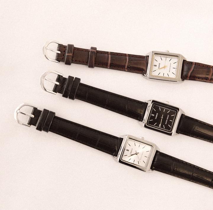 CASIO方框皮革手錶