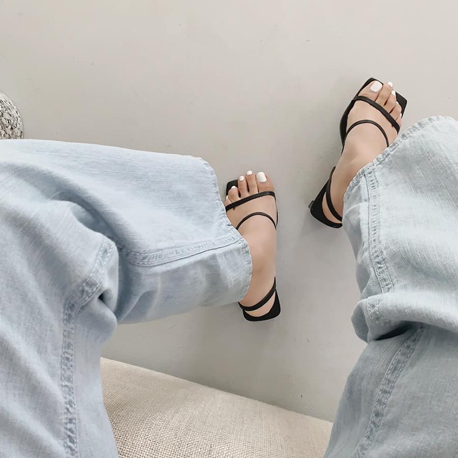 Base strap heel