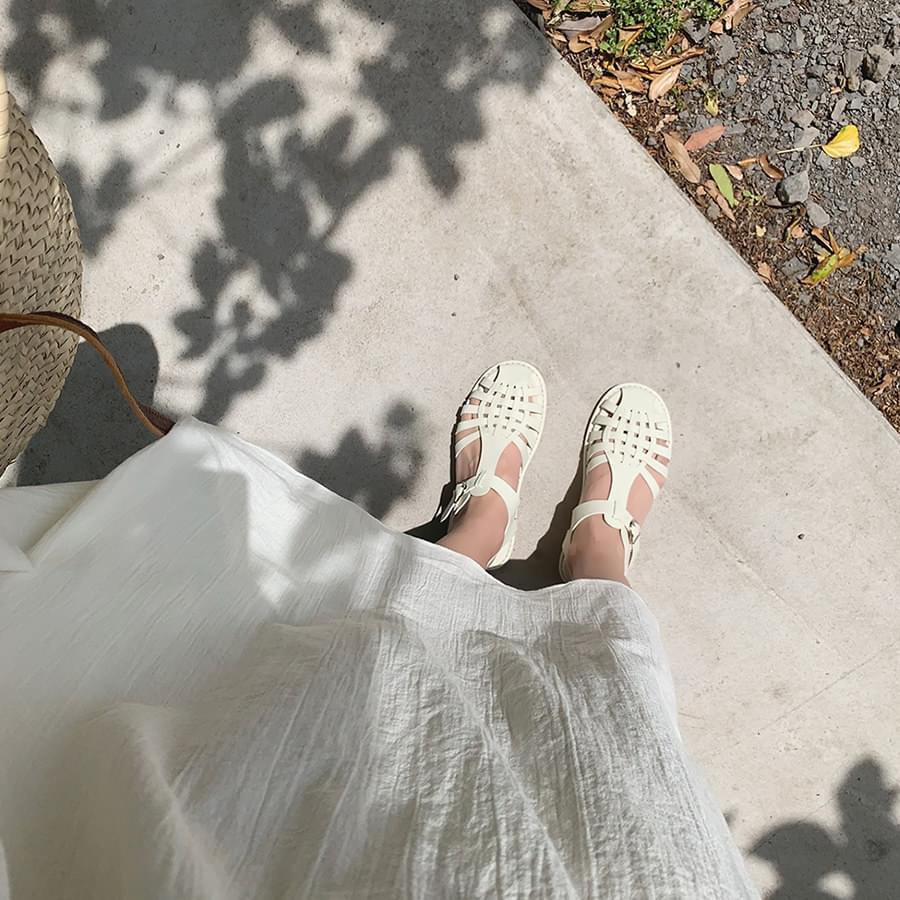 Friend strap sandals