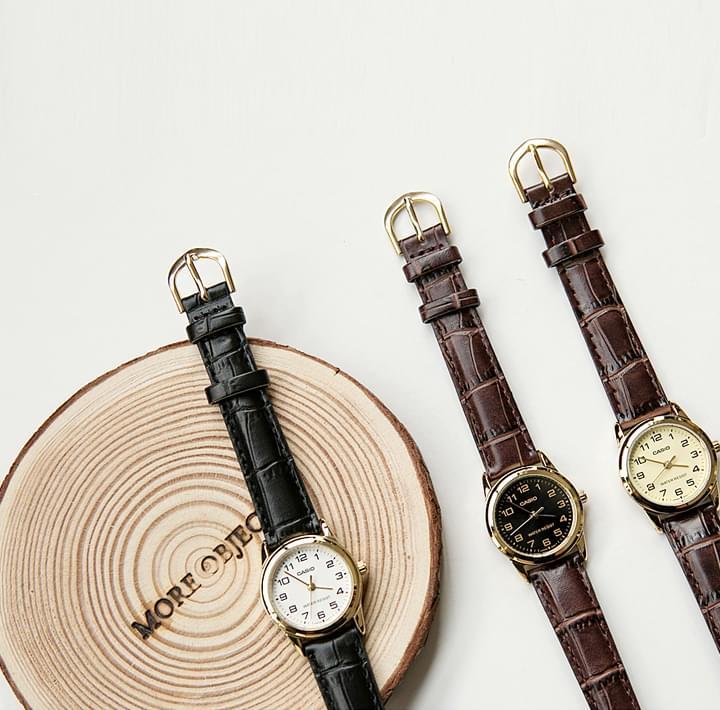 Textured Strap Analog Wristwatch