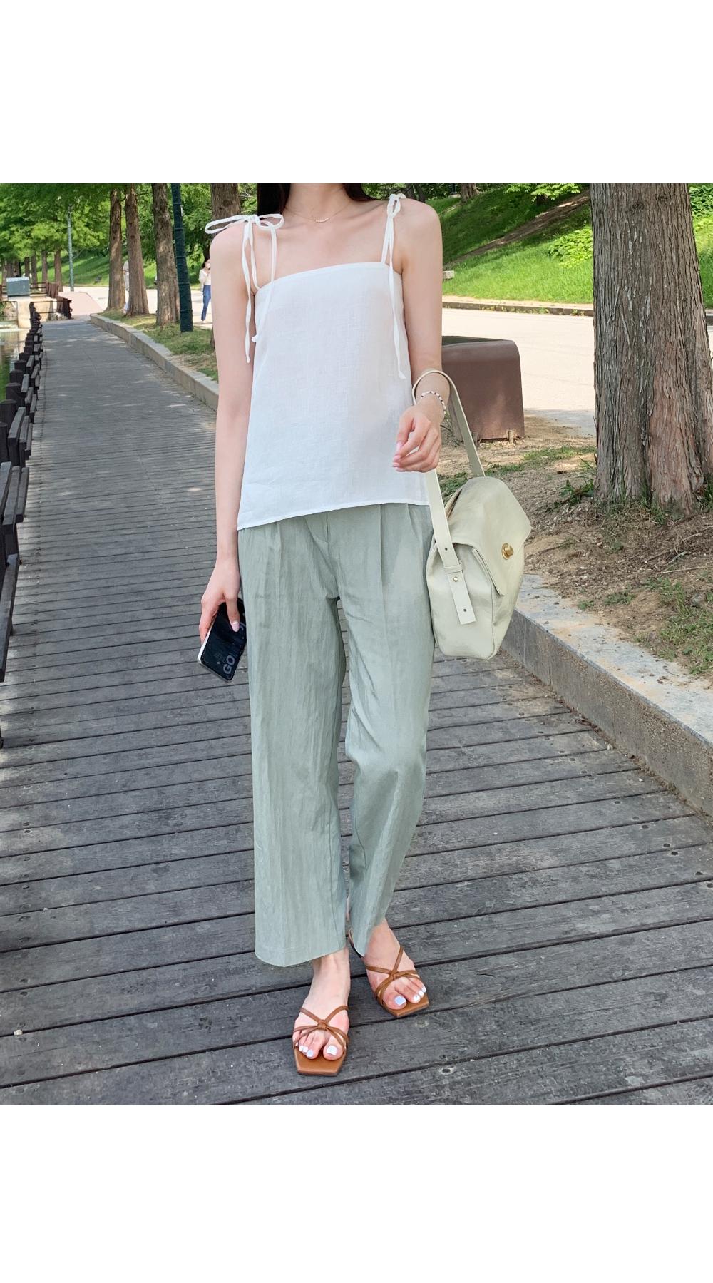slim sleeveless blouse