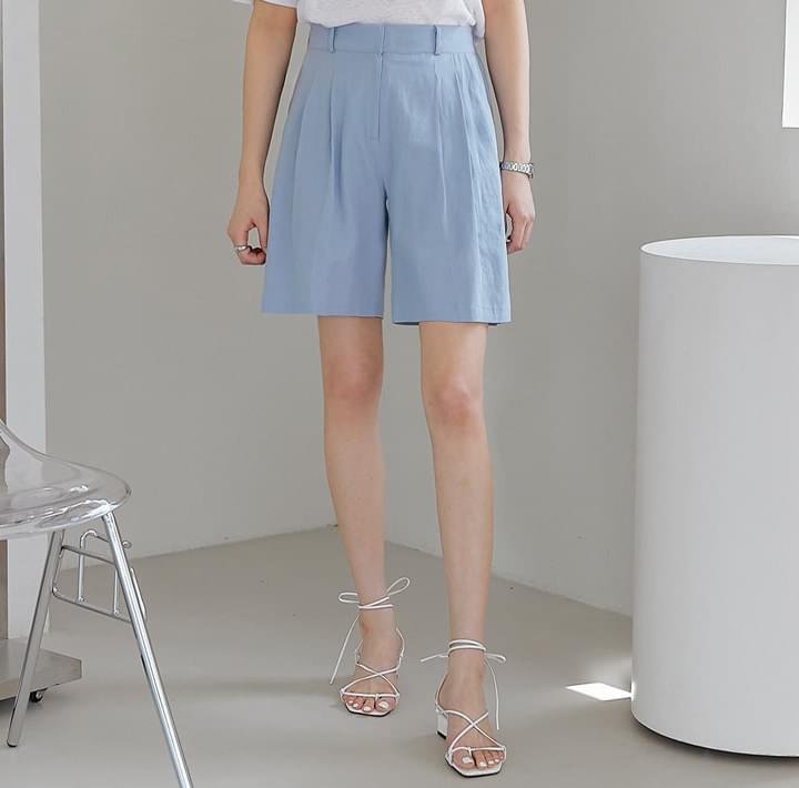 Linen Blend Pleated Shorts
