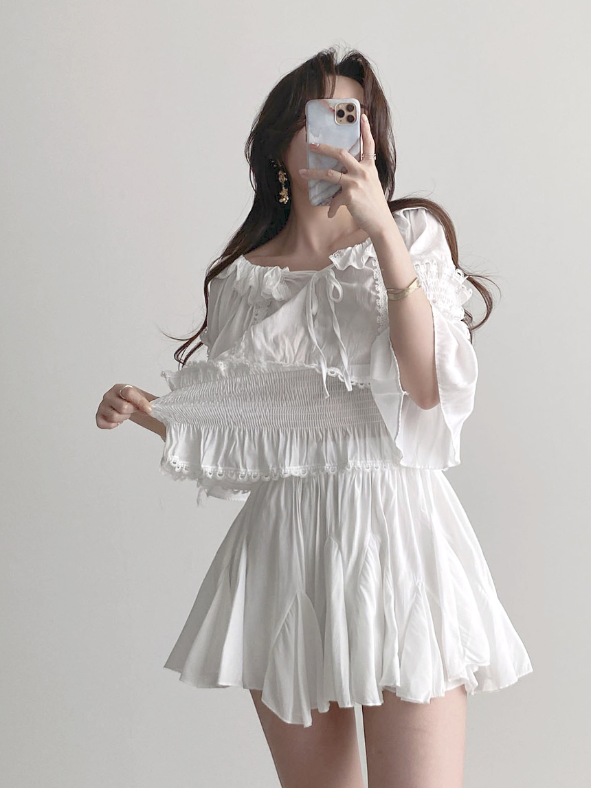 Gorgeous Off Shoulder Punching Blouse Pleated Skirt Two-Piece Set