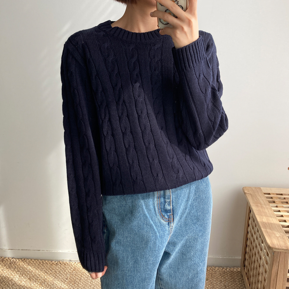 Simple Twisted Knitwear